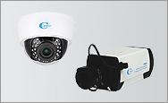 エレベータホールや駐車場には防犯カメラ